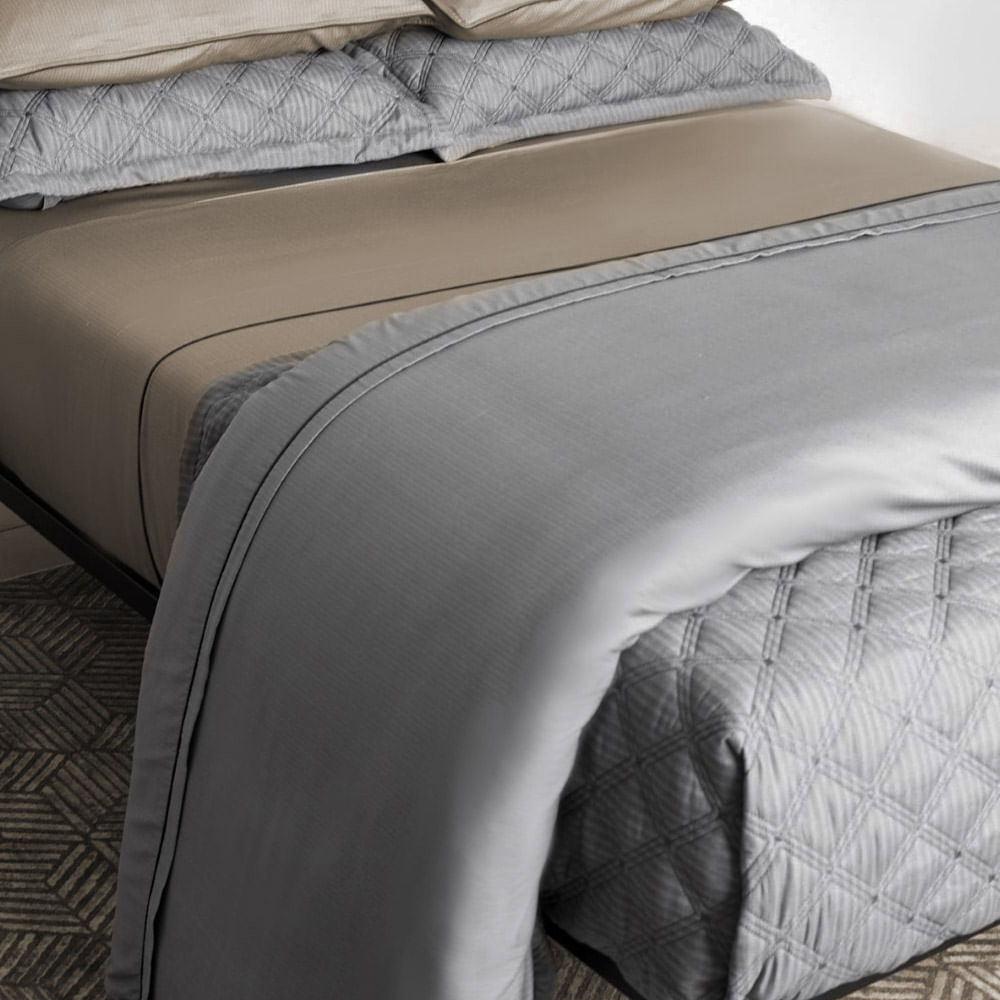Colcha Queen 2.40x2.60m com Porta Travesseiro 59St Cinza 802801 By The Bed